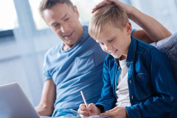 Uusperheessä uusi puoliso tukee isää vanhemmuudessa